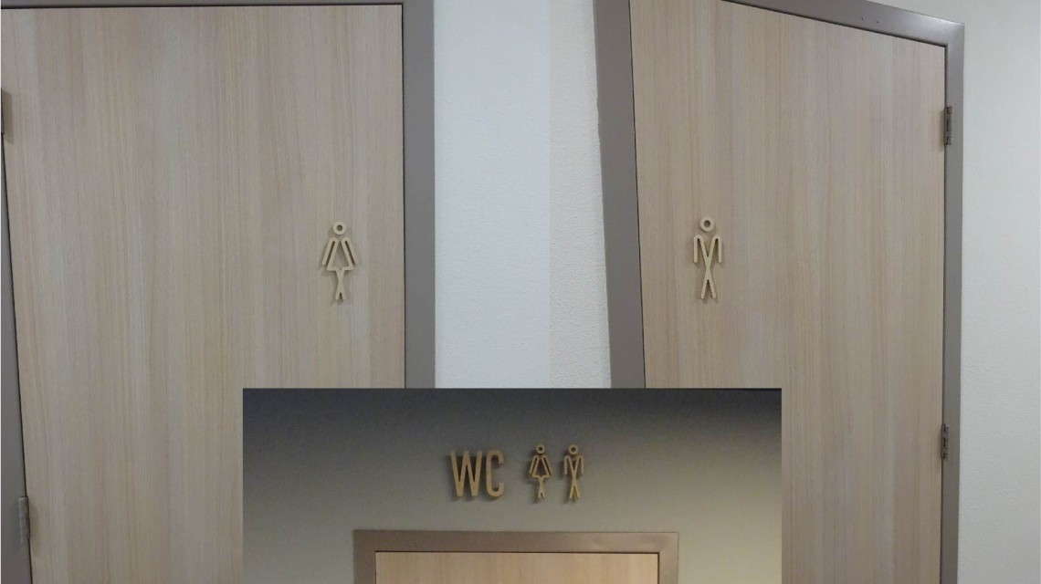 WC sign in hout